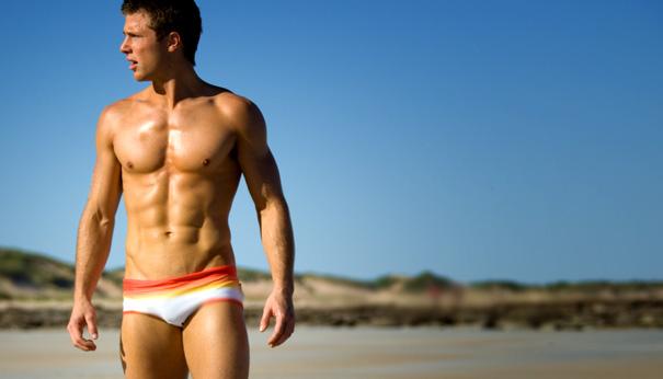 Resultado de imagem para homem de sunga na piscina